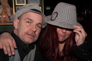 Malin Jakobsson och Micke Andersson på O'learys.  Foto: Fabian Zeidlitz