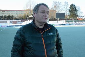 Domnarvsvallen har varit Janne Lövgrens arbetsplats under många år. När försäsongen startade i år hade han dock ingen klubb att gå till.
