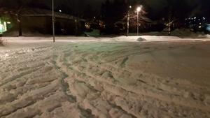 Förskolepersonalen hade stora problem med snön och flera bilar körde fast enligt föräldern Mattias Näslund.