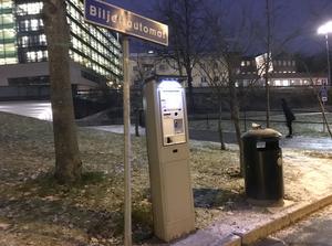 Biljettautomaten vid parkeringen vid pendeltågsstationen Södertälje centrum.