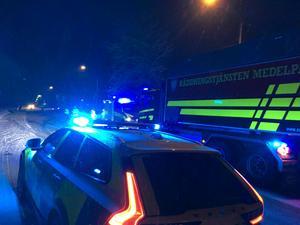Polis, ambulans och räddningstjänsten är på platsen.