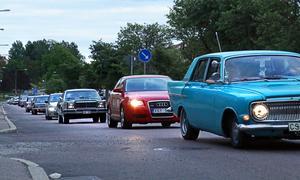 Att åka runt ett par varv på stan ökar inte risken för corona, hävdar En man i Borlänge.
