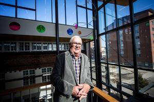 Hasse Andersson, sportjournalisten från Bjästa, fyller 70 år i dag.