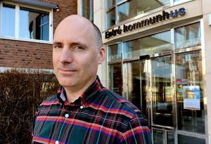 Andreaz Strömgren, kommunchef i Timrå meddelade idag att socialchefen slutar som ett steg för att få en budget i balans.