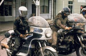 Ett riktigt motorcykelgäng ställde upp att spela i