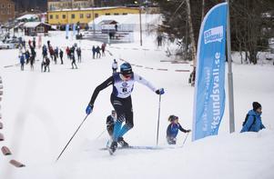 Östersund SK:s Max Johansson tog den första stigningen – i form av en kulle – riktigt prydligt.