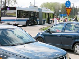 När Hörntorpsvägen görs om blir det säkrare för främst barn och ungdomar. Många elever på Engelska skolan stiger på och av bussen här.