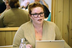 Stina Bohlin (S) säger att hon ska ha avrått partikollegan Evensson från att åka på resan.