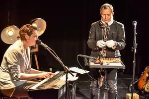 Anders Larsson avslutar sitt musikerliv med att spela sina favoriter ur repertoaren tillsammans med kollegan Andreas Kullberg.Foto: Magnus Kaplan