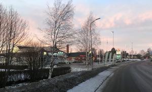 Icas rullband, dansträningar på Folkan, Brorundan. Minnena dyker upp när Ida passerar Sveg där hon får en hemkänsla.