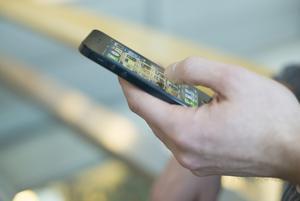 Artificiell intelligens ryms i smarta telefoner, bland annat.