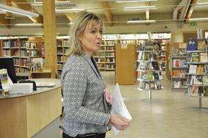 Kultur- och bibliotekschef Jessica Lindegren menar att ett breddat utbud ligger bakom att allt fler besöker Skutskärs bibliotek,