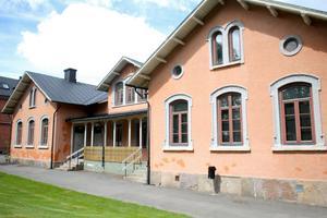 Rosa skolan är den bästa platsen för Barnens hus, menar Gunnar Lundström.