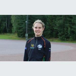 Klara Frih från Askersund försvarade Sveriges färger med den äran  i Ungdomsfinnkampen. Hon tog brons och satte personligt rekord på 1500 meter.