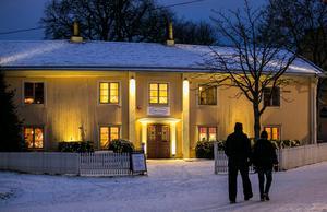 För att lysa upp Ekelidens fasad har Micael Johansson använt svagare ljus än de flesta tror, berättar han.