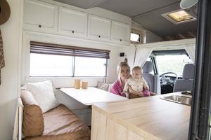 Smarta lösningar och bra förvaring är viktigt i ett hem med liten yta. Man får tänka genom vad man verkligen behöver, inte bara vad man vill ha