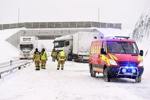 De senaste veckorna har vägarna i Medelpad varit olycksdrabbade på grund av väglaget. Det innebär högt tryck på SOS Alarm.