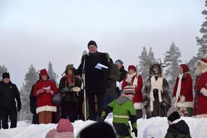 Peter Hultqvist invigningstalar och påtalar besöksnäringens betydelse för Idre men också, för hela Sverige.