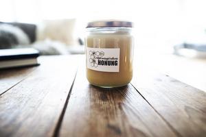 Honung ser de som en positiv bieffekt av att de positiva miljöeffekterna som bina ger.