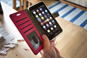 Britta Lööke har en ganska ny Huawei där mobilt bank-id och Swish fortfarande fungerar. Liksom alla andra appar. För henne är det istället bankappen från Swedbank som slutat fungera.