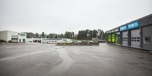 Bakom McDonalds, intill bilprovingsstationen Dekra, öppnar Besikta upp sin verksamhet.