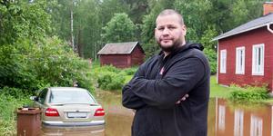 Tony Anderstedts gård i Klackberg blev helt översvämmad.