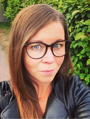 Annica Thullnérs hittade myntet på baksidan av huset, och fattade misstankar när hon läste om en liknande händelse på sociala medier.