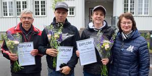 Börje Bergqvist, Fönsterelitens Kari Heikkinen och Andreas Magnusson tillsammans med Mockfjärds intresseförenings Eva Barrsved Larsson.