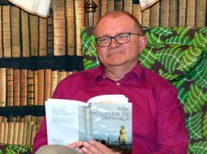 Kent Eriksson, en av krafterna bakom Stödes bokfirande, ska bland annat dela ut böcker till morgonpendlare.