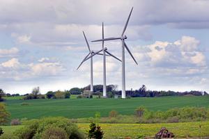 Länsstyrelsen bör sätta konkreta mål för vindkraften, tycker insändarskribenterna.