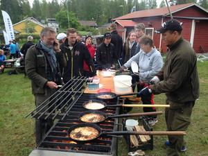 Jörgen Johansson svarade för Kolbullarna som alladeltagare bjöds på efter fullbordat lopp.