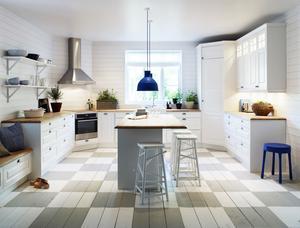 Avskalat. Alice heter det här köket från Vedum och även det anknyter till lantromantisk stil.