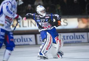 Pertti Virtanens första svenska klubb var IFK Kungälv, där han snabbt gjorde sig känd som en långkastare nära nog i Timo Oksanens klass.