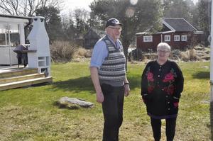 Kristina och Gert Evaldsson trivs i Fågelsundet. Nu är de extra uppåt eftersom den ljusare tiden är här.