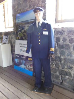 Denna uniform har ägts av Paul Sjödin. Han arbetade på Olofsfors som platschef för Linjeflyg.
