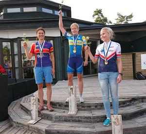 Hansen högst upp på prispallen. Foto: Norbergs CK:s facebook