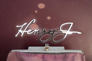 Modellen hette Henry J och tillverkades av Kaiser.