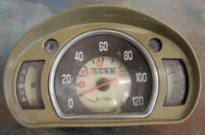 120 knyck toppade en Fiat 600 om man ska tro hastighetsmätaren.