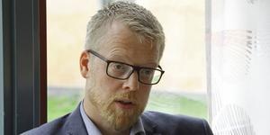 Mälarenergis vd Niklas Gunnar vill ha en inflyttning enligt plan, men först måste alla vara överens om hyran.