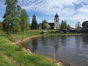 Helgmålsringningen på midsommardagen sänds från Rättviks kyrka. Foto: Johannes Söderberg /SVT