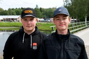Stödeborna Jonathan Henriksson och David Eriksson tog sig också en tur ner på marknaden.