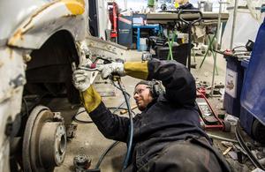 Alexander Fryklund är skadetekniker på Berners bilar i Birsta.