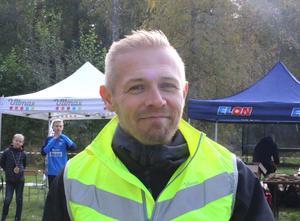 Tävlingsledare Fredrik Backéus från arrangerande Mariebergs IK hade en del att hålla ihop under tävlingsdagen.