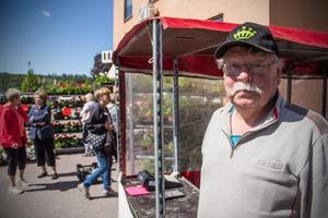 Pelargoner säljer bäst just nu, säger försäljaren Håkan Eriksson från Örebro.