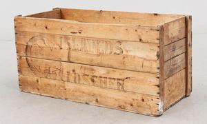 Gammal och snygg trälåda som såldes på Bukowskis Market. Utropspriset var 1200 kronor.