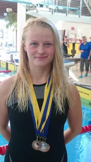 Tova Moberg var intresserad simmare och hängiven ungdomsinstruktör i Hudiksvalls simklubb.