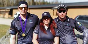 Jerry Vesterlund, Sofie Lundin och Jonny Gustafsson tävlar i dynamiskt skytte.  Foto: Team Chex