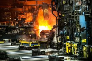 Ståltillverkning kräver höga temperaturer som är svåra att nå upp till utan fossila bränslen. På bilden SSAB:s fabrik i Borlänge.