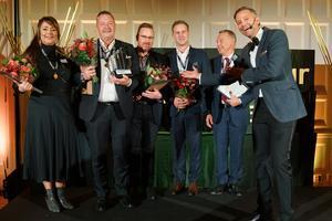 Rikard Rosander, tvåa fr v, tillsammans med övriga kategorivinnare under  Entrepreneur och the years galakväll i Västerås på torsdagen. Pressfoto