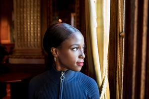 Sabina Ddumba fotograferas inför sin medverkan i